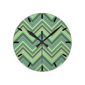 Horloge Ronde Rayures de zigzag de vert olive