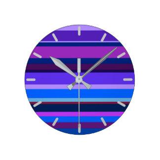 Horloge Ronde Rayures horizontales bleues et pourpres