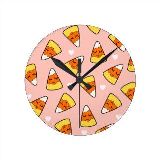 Horloge Ronde Rose de motif de coeur de bonbons au maïs