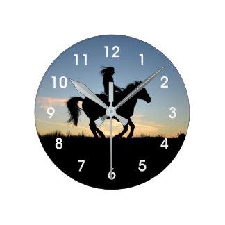 Horloge Ronde Silhouette de cheval et de cavalier