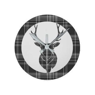 Horloge Ronde Tartan et mâle écossais gris rustiques Antler