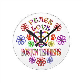 Horloge Ronde Terriers de Boston d'amour de paix