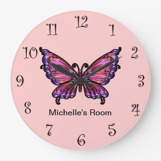 Horloges Girly roses de papillon