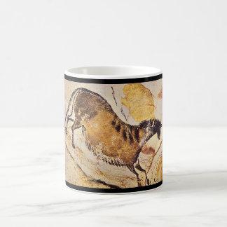 Horse', Lascaux, Dordogne_Art de l'antiquité Mug