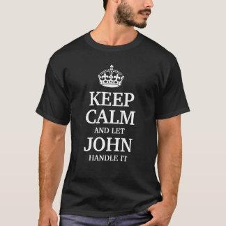 Houd kalm en laat John handvat het T Shirt