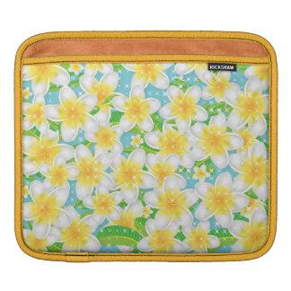 Housse iPad Fleurs de plage de Plumeria et ciel bleu