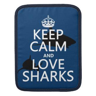 Housse iPad Gardez le calme et aimez les requins (les couleurs