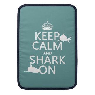 Housse Macbook Air Gardez le calme et le requin sur (les couleurs