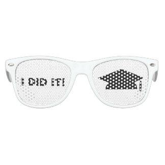 """""""Ik deed het! """"De Schaduwen van de Partij van Kinder Zonnebril"""