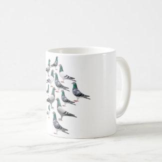 Il effiloche avec collage de pigeons voyageur mug blanc