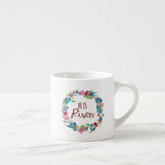 Il est mini tasse levée de café express