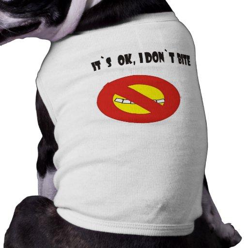 Il ok du ` s, je mets la morsure du ` t t-shirt pour toutou
