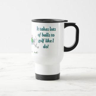 Il prend beaucoup de boules pour jouer au golf mug de voyage