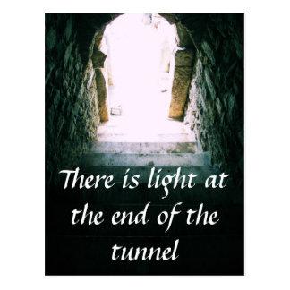 Il y a léger à la fin de la CITATION de tunnel Cartes Postales