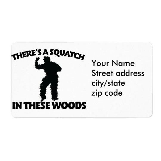 Il y a un squatch en ces bois étiquette d'expédition