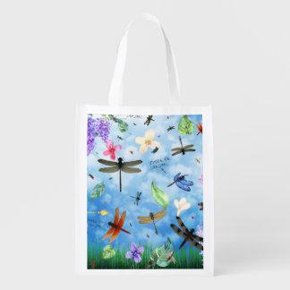 Il y ait conception lunatique de libellule de sacs d'épicerie