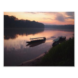 Impression Photo Bateau sur la rivière dans la copie de forêt