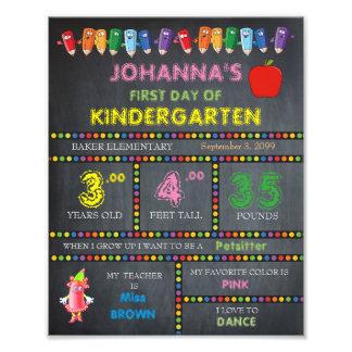 Impression Photo Fille de signe de jardin d'enfants, prix bas,