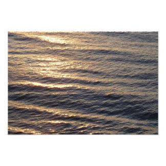 Impression Photo Le lever de soleil sur l'océan arrose la