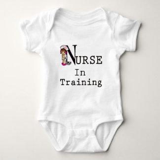 Infirmière dans la formation body
