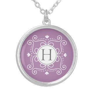 Initiale de monogramme personnalisée par ornement bijouterie