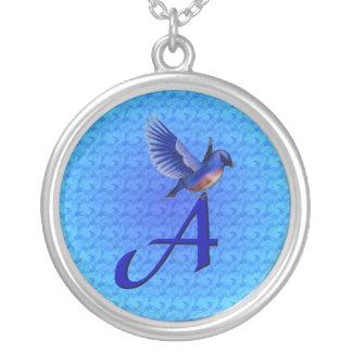 Initiale de monogramme un collier d'oiseau bleu
