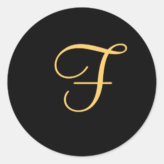 """initiale Or-colorée """"F"""" sur l'autocollant noir de Sticker Rond"""