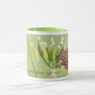 Insecte rouge - une plus de bouteille ne blesse mug