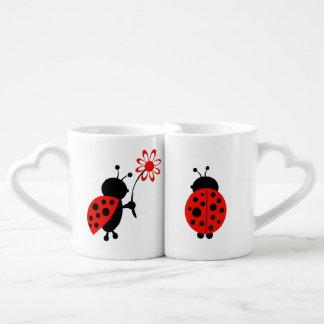 Insectes d'amour de tasse de café