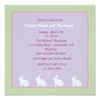 Invitation avec du charme de Pâques de lapins
