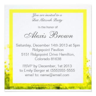 Invitation jaune élégante de bat mitzvah de fleurs