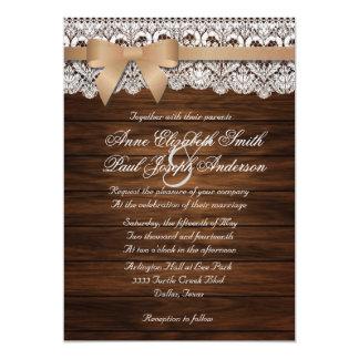 Invitations beiges de mariage d'arc en bois et de