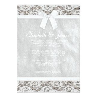 Invitations blanches de mariage de dentelle de