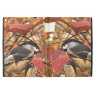 "iPad Pro 12.9"" Case Oiseaux de Chickadee avec le feuillage rose"