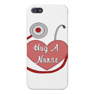 iPhone 5 Case Étreignez une infirmière
