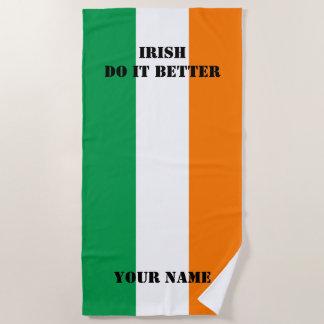 Irlandais il améliorent le drapeau de la serviette