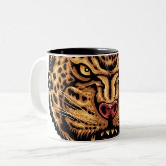 Jaguar font face à la tasse