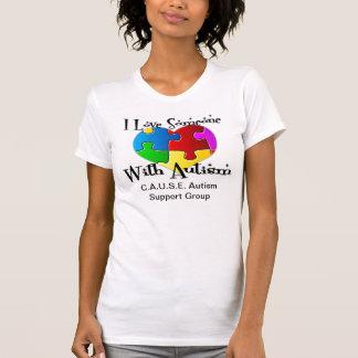 """""""J'aime quelqu'un avec le réservoir d'autisme"""" T-shirt"""