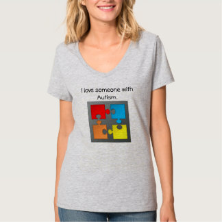 J'aime quelqu'un avec le T-shirt d'autisme