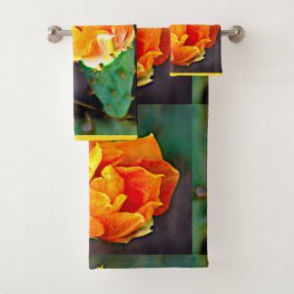 Jaune sur les serviettes oranges de salle de bains