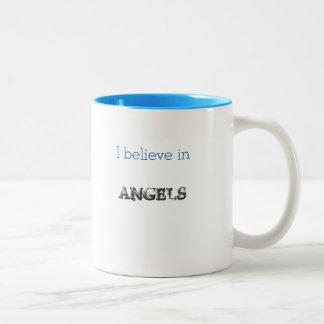 Je crois dans ailes de tasse d'anges de grandes