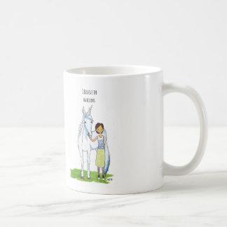 je crois en licornes mug