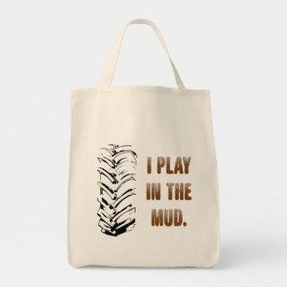 Je joue dans le sac fourre-tout à boue