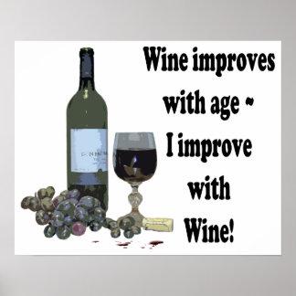 Je m'améliore avec du vin, affiche humoristique d'
