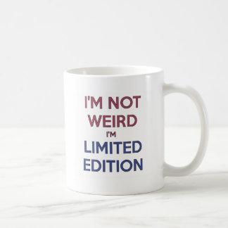 Je ne suis pas étrange je suis humour de mug