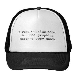 Je suis allé extérieur par le passé casquettes