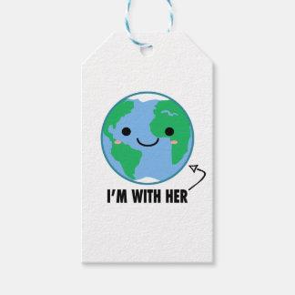 Je suis avec elle - jour de la terre de planète étiquettes-cadeau