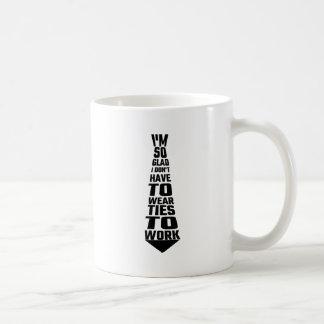 Je suis si heureux je ne dois pas porter des mug