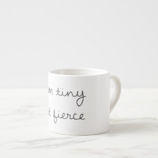 Je suis tasse minuscule mais féroce de café