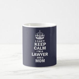 Je suis un avocat et une maman mug blanc